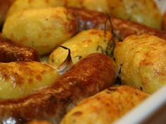 Saucisses de toulouse et pommes de terre au thym, Recette Ptitchef - Expolore the best and the special ideas about Budget cooking Cooking On A Budget, Pumpkin Spice, Food Inspiration, Healthy Snacks, Easy Meals, Simple Meals, Snack Recipes, Good Food, Food And Drink