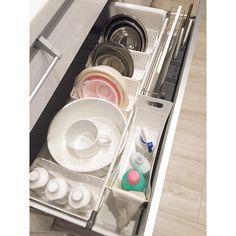 #キッチン . シンク下の引き出し収納 100均のカゴにボールやザルを入れています。 . . . . . . #白い家 #マイホーム #myhome #Panasonic #リビングステーション #パナソニック #収納 #100均 #野田琺瑯 #キッチン収納 Hiroko, Home Kitchens, Life, Instagram
