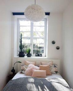 40 Creative Small Apartment Bedroom Decor Ideas - All For Decorations Small Apartment Bedrooms, Apartment Bedroom Decor, Small Rooms, Small Apartments, Home Bedroom, Tiny Bedrooms, Small Beds, Bedroom Nook, Teenage Bedrooms