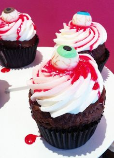 Halloween Eyeball Cupcakes-Going to make something like this for work for Halloween!! SO EXCITED!!!!