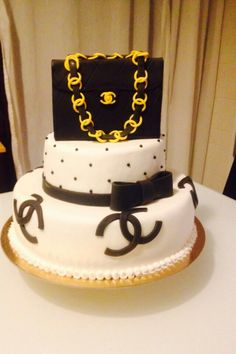Torta Chanel by @windroservents.ch