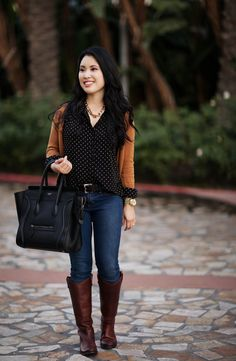 - Work/meeting (Jeans, polka-dot button-up, orange sweater, brown riding boots) Fashion Models, Look Fashion, Fall Fashion, Sweater Outfits, Fall Outfits, Cute Outfits, Casual Outfits, Frye Boots Outfit, Frye Melissa Boots