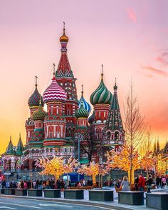 Get an amazing travel guide for Russia by seeing our post with a list of cities and places to visit with activities that you really have to try! Places Around The World, Travel Around The World, Around The Worlds, Places To Travel, Places To Visit, St Basils Cathedral, Saint Basil's Cathedral, Moscow Cathedral, Visit Russia