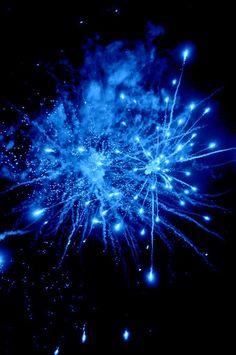 image description: blue fireworks bursting in dark night sky Rainbow Aesthetic, Aesthetic Colors, Aesthetic Images, Aesthetic Wallpapers, Blue Aesthetic Dark, Blue Fireworks, Everything Is Blue, Azul Tiffany, Slytherin Aesthetic
