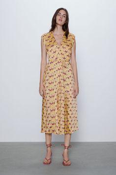 Zara Outfit, V Neck Midi Dress, Flower Shirt, Pli, Mi Long, Zara Dresses, Zara Women, Mannequin, Wrap Dress