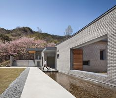 Image 1 of 37 from gallery of Two Courtyards House + Bridge 130 Cafe / Lee. Photograph by Joonhwan Yoon Asian Architecture, Space Architecture, Residential Architecture, Patio Cafe, Casa Patio, Brick Cafe, Brick Material, Riverside House, Courtyard House