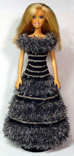 Barbie Clothes Patterns, Crochet Barbie Clothes, Clothing Patterns, Baby Barbie, Barbie Dress, Crochet Long Dresses, Barbie Wardrobe, Barbie Friends, Knitted Dolls