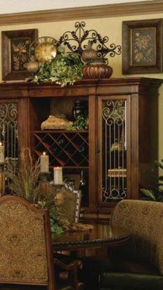 Tuscan design – Mediterranean Home Decor Old World Decorating, Tuscan Style Decorating, Tuscan Design, Interior Decorating, Tuscan Style Homes, Tuscan House, Tuscan Living Rooms, Living Room Decor, Style Toscan