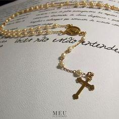 """""""não mexe comigo, que eu não ando só..."""" Colar Rosário para inspirar o finalzinho do domingo com fé e foco no espiritual. No site com frete gratis e 3x sem juros! #meuacessorio #espiritualidade #pingente #cruz #simbol #jewelry #quotes #love #gratidaosempre #faithful #gifts #fé"""