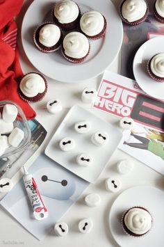 Big Hero Six Cupcakes-- birthday party theme for my big boy this year! 6th Birthday Parties, Boy Birthday, Birthday Ideas, Birthday Cupcakes, Big Hero 6 Party Ideas, The Chic Site, Big Hero 6 Baymax, Big Heroes, Diy Party