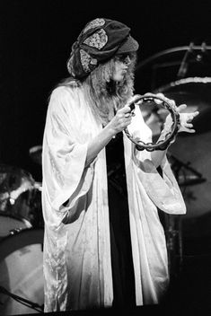 Stevie Nicks's Style Evolution: 15 of Her Grooviest, Witchiest Looks | Vogue Members Of Fleetwood Mac, Buckingham Nicks, Lindsey Buckingham, Stephanie Lynn, Stevie Nicks Fleetwood Mac, Stevie Nicks Witch, Stevie Nicks Costume, Vogue, Tambourine