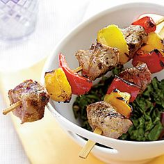 Tuscan Pork Kebabs by Cooking Light. Coming in at under 200 calories per serving, these colorful grilled pork kebabs are perfect for a light weeknight dinner. 300 Calorie Dinner, Low Calorie Dinners, Low Calorie Recipes, Healthy Recipes, Skinny Recipes, Healthy Dinners, Calorie Diet, Kebab Recipes, Pork Recipes