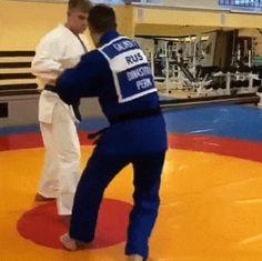 let's play judo — Masahiko Kimura sumi/hikikomi gaeshi to gyaku ude. Martial Arts Styles, Martial Arts Techniques, Mixed Martial Arts, Self Defense Moves, Self Defense Martial Arts, Martial Arts Workout, Boxing Workout, Jiu Jutsu, Judo Throws