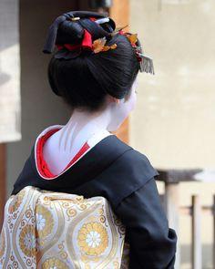 Tsuruha as a maiko, wearing sakkou hairstyle