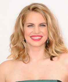 Anna Chlumsky Hairstyle - Casual Medium Wavy