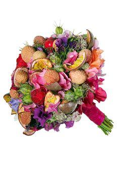 Bouquet (sweet peas, hydrangeas, astrantias, Piano roses, nigella, lychees and passionfruit)