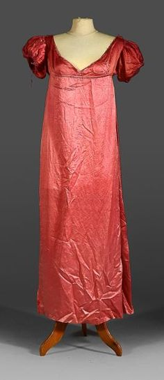c.1815-20, under dress raspberry silk satin, , high waist V-neck bodice, small balloon sleeves, (wear, lack on the collar). We add a crinoline dress in pale pink silk t