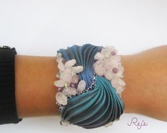 shibori silk set -bracelet and earrings- rose quartz, swarovski beads, crystals of Bohemia  https://www.facebook.com/rejegioielliinsoutache