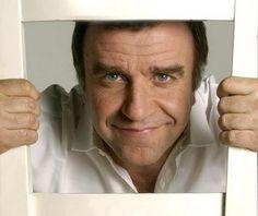 Ugo Dighero è nato a Genova #Liguria,  è un comico e attore italiano.