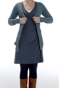 Het model is jurk 29 uit de Knip van december 2011. Bij een bedrukte stof zie je het gerimpelde stuk in de taille links niet echt, bij een effen stof dan weer wel. Dit patroon smeekt dus gewoon om verschillend versies :-).
