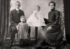 Photographs of Dead People Who Look Alive - Danjazone