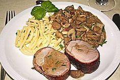 NT - filet de porc au bacon avec champignons et spaetzle - Fleischgerichte: Sc. Slow Cooker Recipes, Meat Recipes, Crockpot Recipes, Spaetzle Recipe, Bacon, Spatzle, Filets, Food Photo, Meal Planning