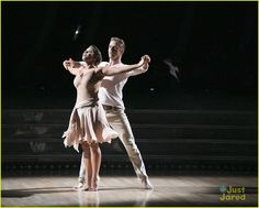 Bindi Irwin Delivers Touching Contemporary Dance For Her Dad Steve ...