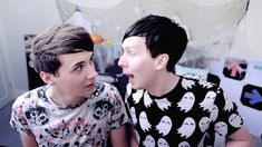 phil: *moves rly close to dan dan: *doesnt move*