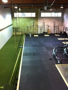 turf is a great option for strength and conditioning facilities, like CrossFit Oregon City.Artificial turf is a great option for strength and conditioning facilities, like CrossFit Oregon City. Basement Gym, Garage Gym, Sports Turf, Warehouse Gym, Sport Studio, Dream Gym, Cabinet Medical, Gym Facilities, Home Gym Decor