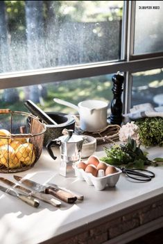 Snhe June Favourites List, My Props Organized And A Big Catch Up. Albums Make Memories Live Everybody wants to have the most beautiful ima. Cozy Kitchen, Kitchen Dining, Kitchen Decor, Food Concept, Slow Living, Humble Abode, Homemaking, Food Styling, A Table