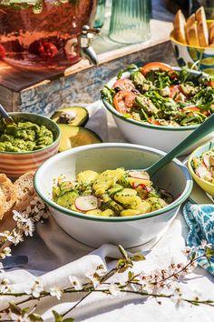 Our fresh salads for grilling - Essen und trinken - Salat Grilled Peach Salad, Grilled Ham, Bbq Salads, Healthy Salads, Greek Salad Recipes, Fruit Recipes, Healthy Grilling, Grilling Recipes, Salat Al Fajr
