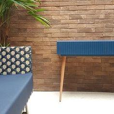 Olha só que ambiente incrível composto por nosso aparador!!! . conheça mais em www.aprimoredecor.com.br . #aparador #decoracao #azul #azulao #moveis #furnituredesign #aprimoredecor Outdoor Furniture, Outdoor Decor, Ottoman, 3d, Home Decor, Cool Furniture, Cool Ideas, Decorating Ideas, Painting Furniture