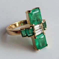 Natural Fine Colombian Emerald & Diamond Art Deco Style Ring Gold - different - estate looking almost. Deco Engagement Ring, Antique Engagement Rings, Antique Rings, Antique Jewelry, Vintage Jewelry, Handmade Jewelry, Custom Jewelry, Vintage Art, Emerald Jewelry