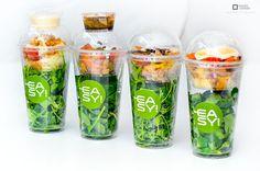 #ensaladas !!! Food Menu Design, Food Packaging Design, Detox Recipes, Healthy Recipes, Plastic Food Packaging, Salad Packaging, Vegetable Packaging, Lunch Catering, Organic Packaging