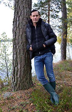 Lauri Tähkä Kurjenrahkan kansallispuistossa. Kuva: Tapani Mikkola