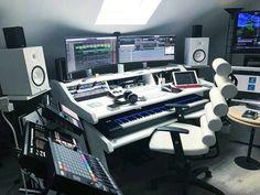 Home Studio Music Desk Chairs 63 Ideas Music Studio Room, Studio Desk, Sound Studio, Studio Musica, Instru Rap, Home Recording Studio Setup, Music Desk, Studio Interior, Home Office