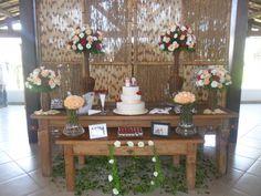 Mesa de bolo de madeira rústica