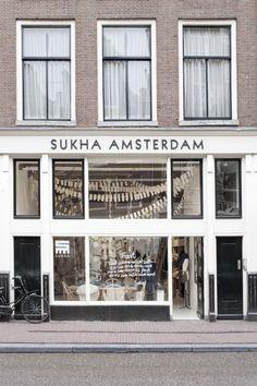 Art And Chic: Shop Interiors - Sukha Amsterdam with a New Christmas vision! Retail Interior, Interior And Exterior, Interior Design, Ideas Cafe, Boutiques, Magic Places, Café Bar, Restaurants, Brick And Mortar