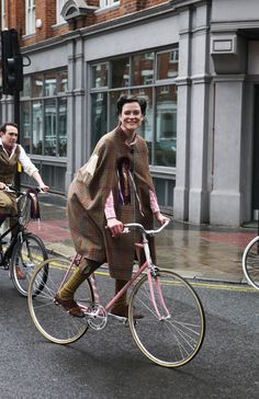 jacqui shannon, london tweed run, tweed ride, vintage style, london tweed, kelly miller, vintage mafia, bike lady, plaid cape, bike girl, bi...