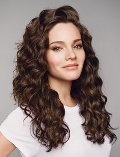 Beautifully defined, life-proof natural curls that last 2x longer? Yes, please. #livingproof #curlyhair #curls