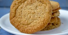 Crispy Butter Cookies – Page 2 – Incredible Recipes Cookie Desserts, Just Desserts, Cookie Recipes, Delicious Desserts, Dessert Recipes, Butter Cookies Recipes, Potluck Desserts, Yummy Food, Cookie Jars