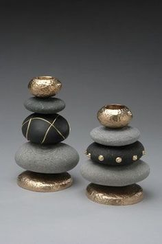 DIY: 20 ideas to make yourself to integrate pebbles to your decor!DIY: 20 Ideen, um Kieselsteine ​​in Ihr Dekor zu integrieren!Stacked painted stones for upscale zen lookstacked painted rocks - could make a cool chess set!Telenor E-post :: Vi fan Stone Crafts, Rock Crafts, Arts And Crafts, Diy Crafts, Creative Crafts, Yarn Crafts, Decor Crafts, Nature Crafts, Paper Crafts