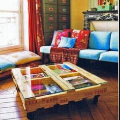 Love the idea of repurposing pallets. I love this coffee tabel but I have even more ideas.