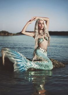 Mermaid Khaleesi?! The lovely Emilia Clarke in mermaid form!