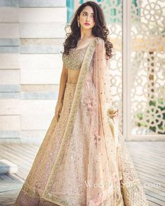 Indian wedding dresses are very beautiful. Usual indian bridal dresses made of chiffon or silk and adorned with elaborate embroidery, red or gold color. Indian Bridal Lehenga, Indian Bridal Wear, Indian Wedding Outfits, Bridal Outfits, Bridal Dresses, Shaadi Lehenga, Indian Weddings, Saree Blouse, Sabhyasachi Lehenga