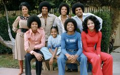 The Jackson family is as talented as it is controversial and messy. Patriarch Joe Jackson allegedly beat his kids. Michael Jackson would get emotional in i Jackson 5, Tito Jackson, Jackson Family, Jermaine Jackson, Jackson Music, Michael Jackson Wallpaper, Hip Hop, Celebrity Siblings, Sister Photos