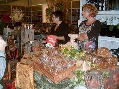 Herfstfair tuincentrum Uit het Broek 2012. De dames van de warme bakker uit Zuid-Berghuizen!