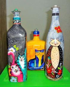 Da S-erie Gatos- Arte by Suca Moreira Wine Bottle Art, Painted Wine Bottles, Diy Bottle, Painted Wine Glasses, Wine Bottle Crafts, Bottles And Jars, Glass Bottles, Painting Glass Jars, Bottle Painting
