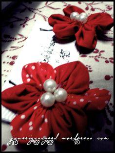 DIY fabric flower hair pins.