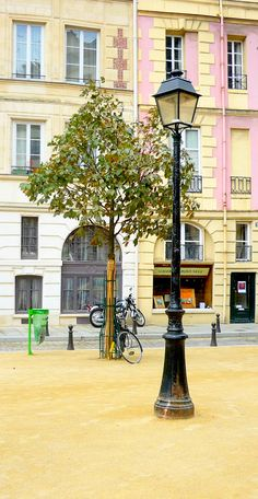 Typical Parisian lamppost in Place Dauphine (Île de la Cité). #Paris #Lamppost #PlaceDauphine #VisitParis